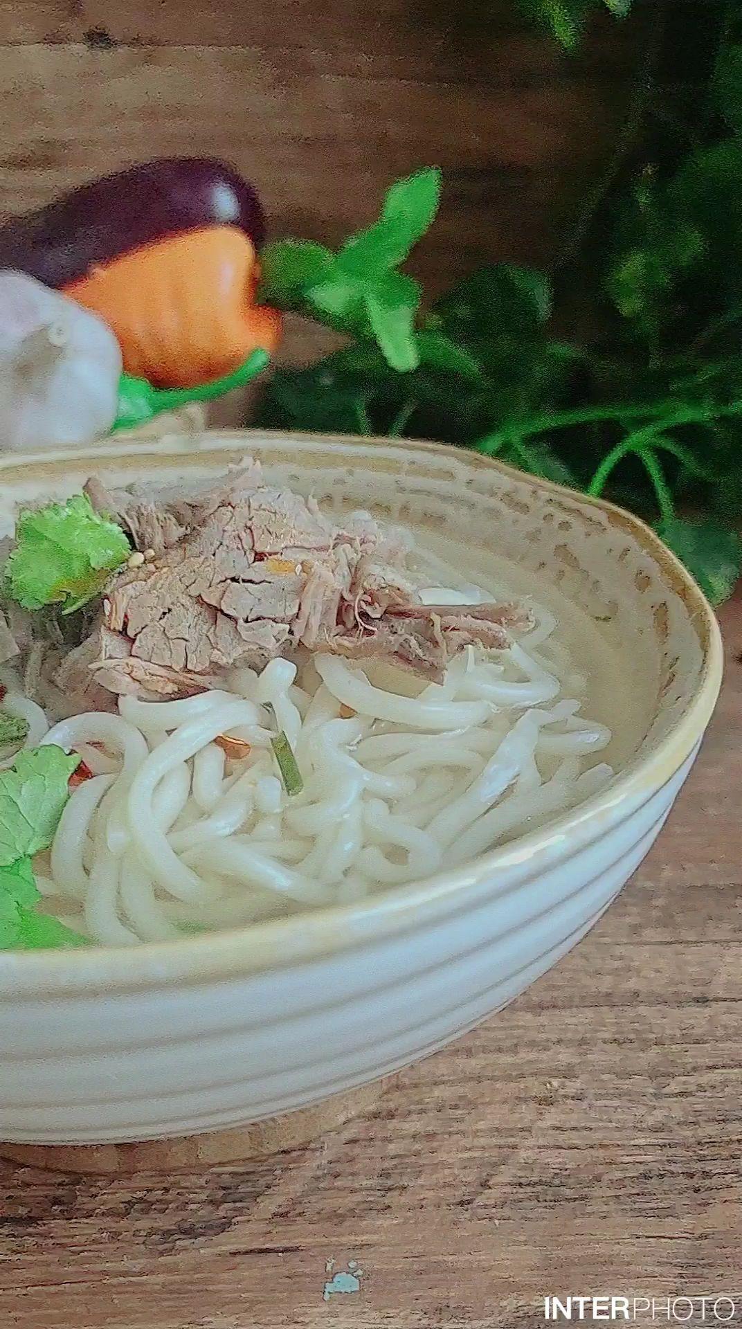 教你做一碗秋冬暖身面…清汤牛肉面