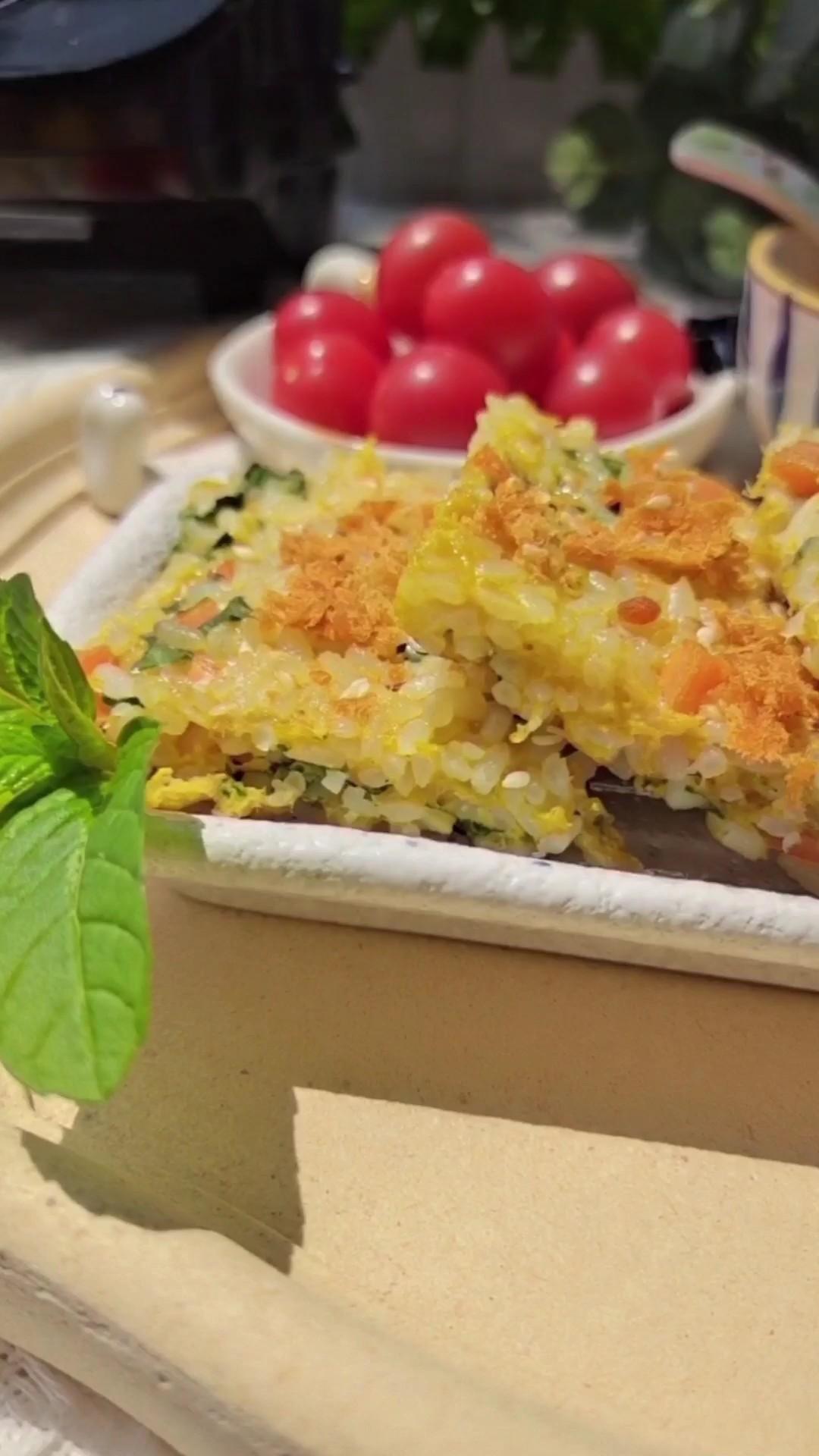 剩米饭的华丽吃法…薄荷鸡蛋米饭饼的做法