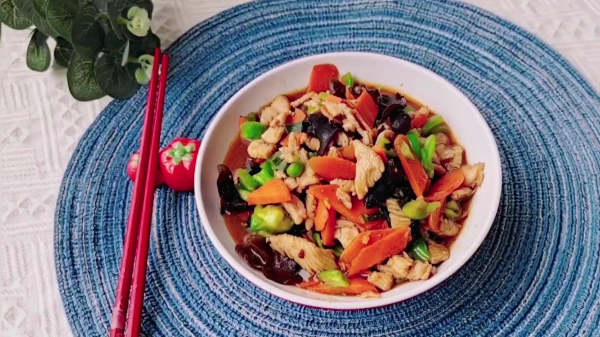 家常下饭菜,超好吃…胡萝卜炒鸡肉的做法