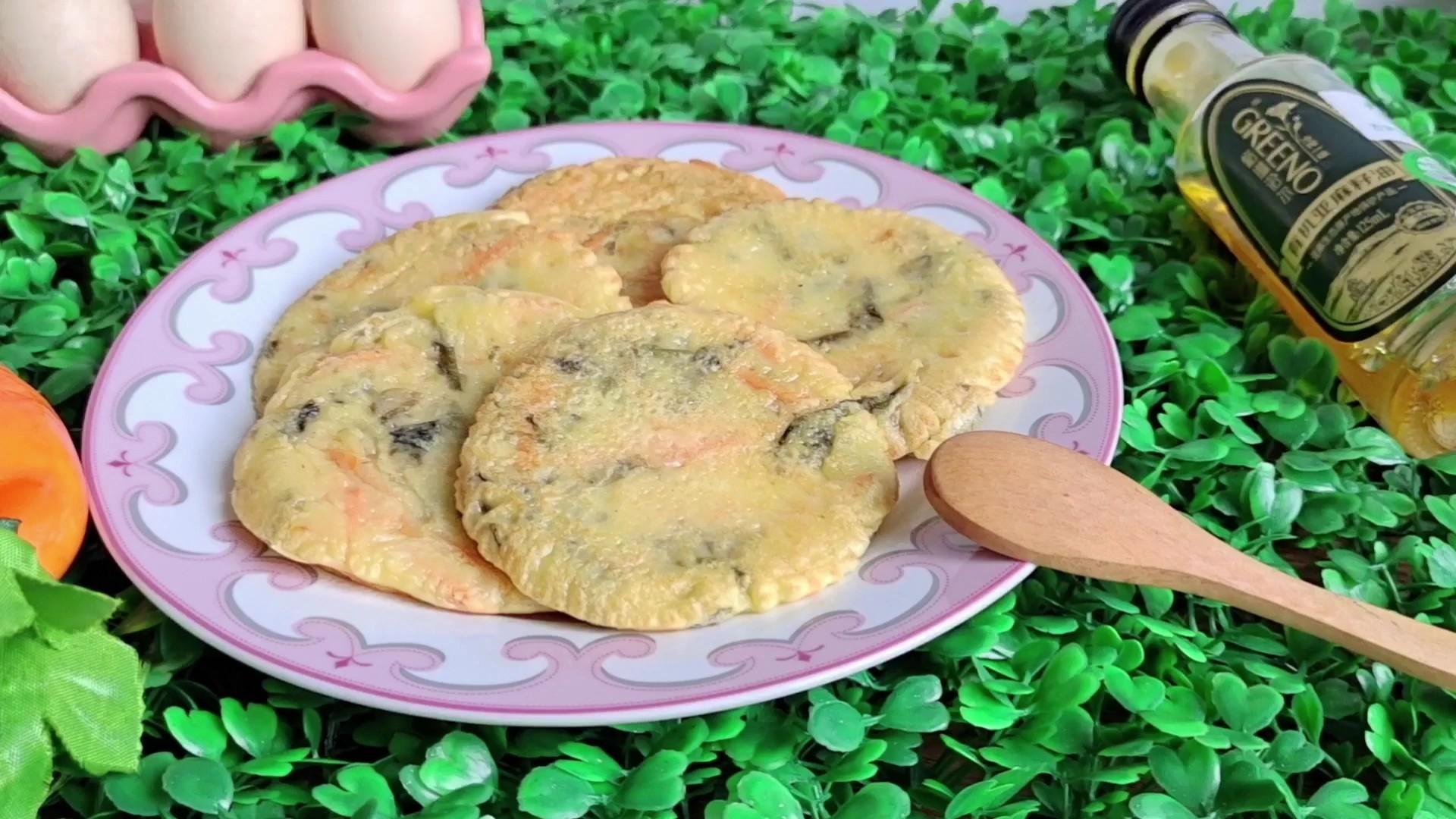 宝宝补钙早餐饼:胡萝卜紫菜蛋奶饼的做法