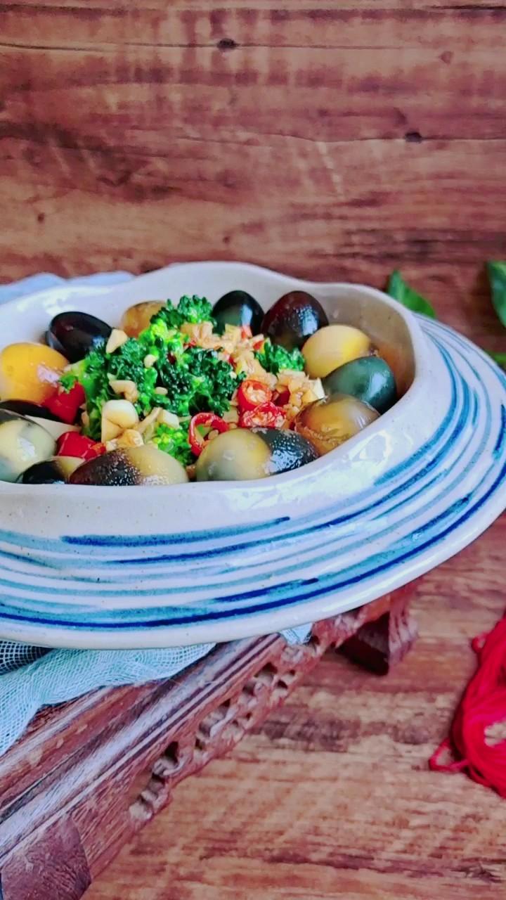 年夜餐桌一道爽口小拌菜…澆汁變蛋西藍花的做法