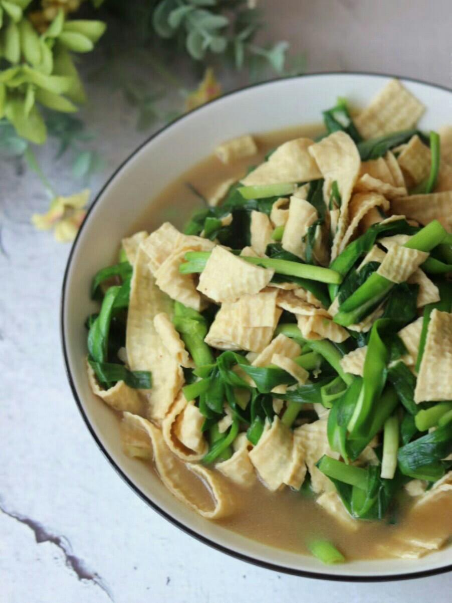 韭菜炒厚豆腐皮