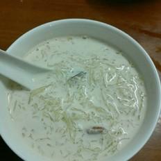 燕窝炖牛奶红枣枸杞