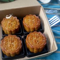 广式咸蛋黄莲蓉月饼