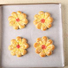 魅力十足的椰蓉花朵面包