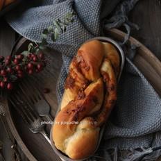 红糖花生酱香辫子面包