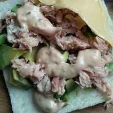 牛油果金枪鱼芝士沙拉三明治