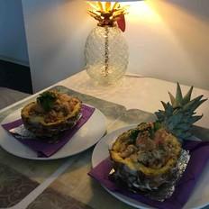 菠萝灯下菠萝饭