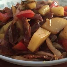 腊肠土豆炒洋葱
