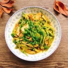 黄花菜炒鸡肉