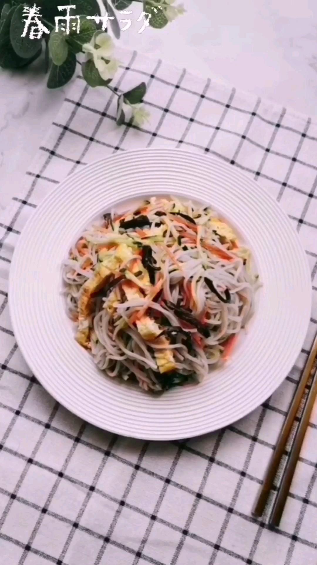 色彩缤纷营养多,这道小清新的春雨沙拉你一定爱吃!