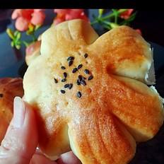 葡萄干花样面包