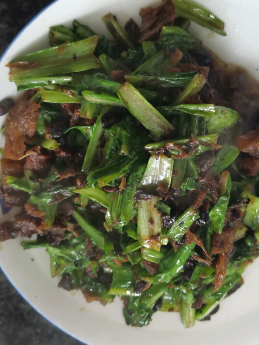 豆豉鱼煸炒油麦菜
