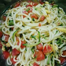 西红柿黄瓜鸡蛋凉拌面