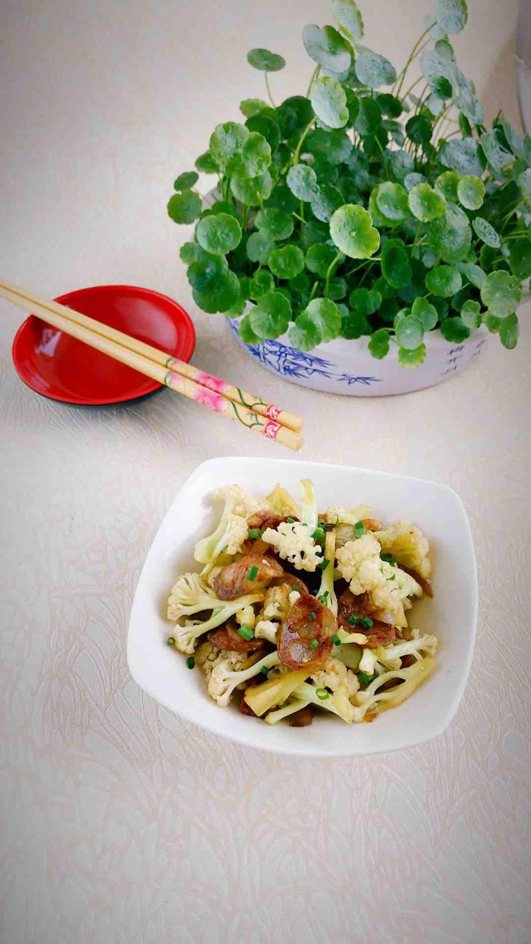 麻辣香肠炒花菜的做法