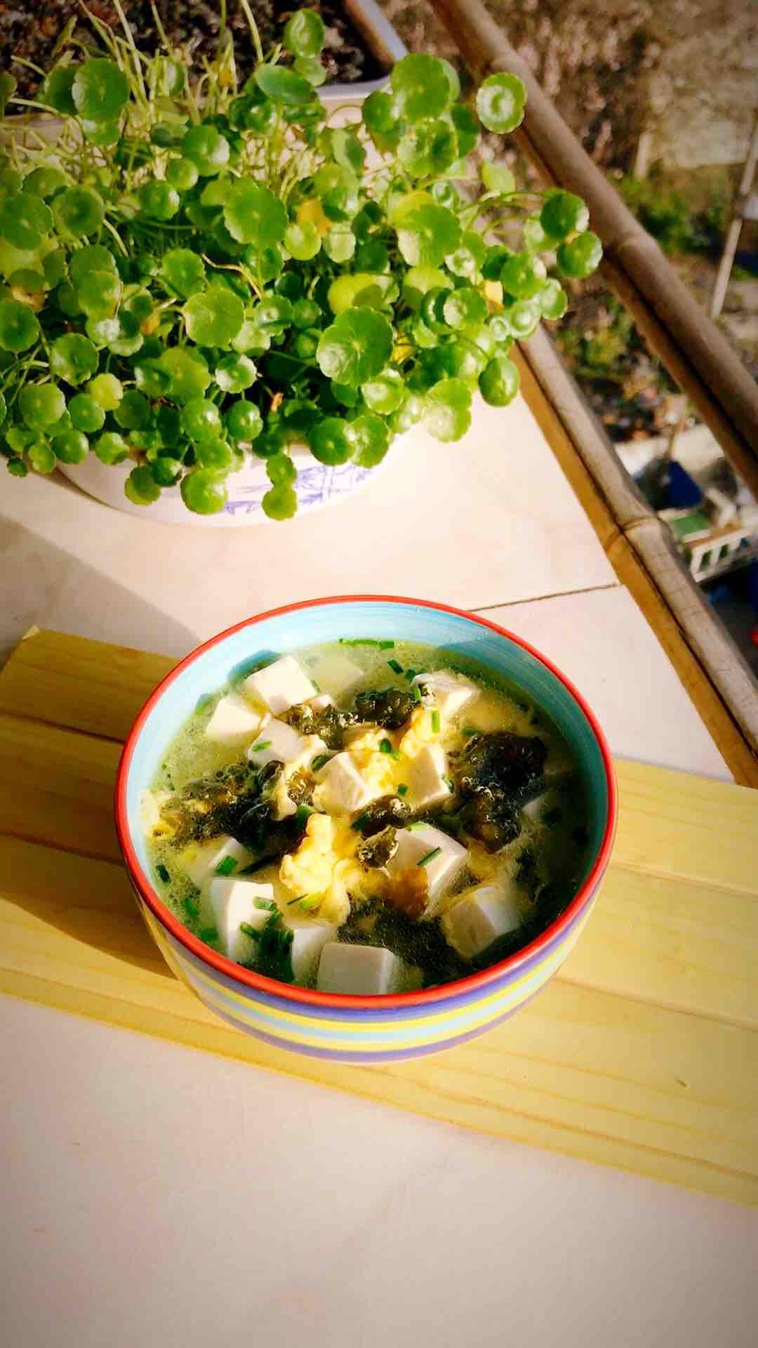 地耳豆腐鸡蛋汤的做法