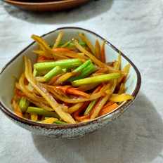 肉炒土豆芹菜胡萝卜