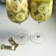 创意猕猴桃汁香蕉拼杯