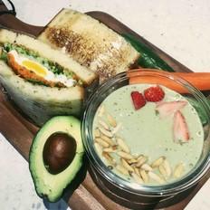 元气早餐,香蕉牛油果奶昔+蔬菜鸡蛋三明治