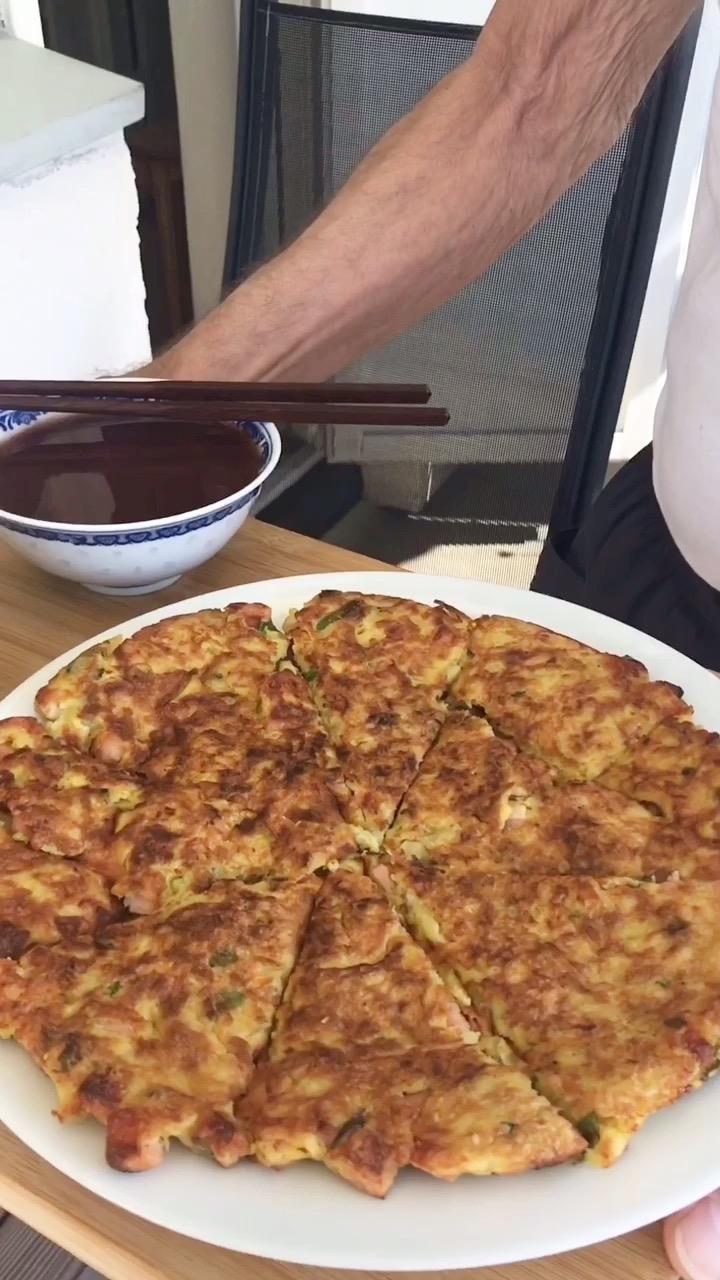 土豆火腿肠鸡蛋饼