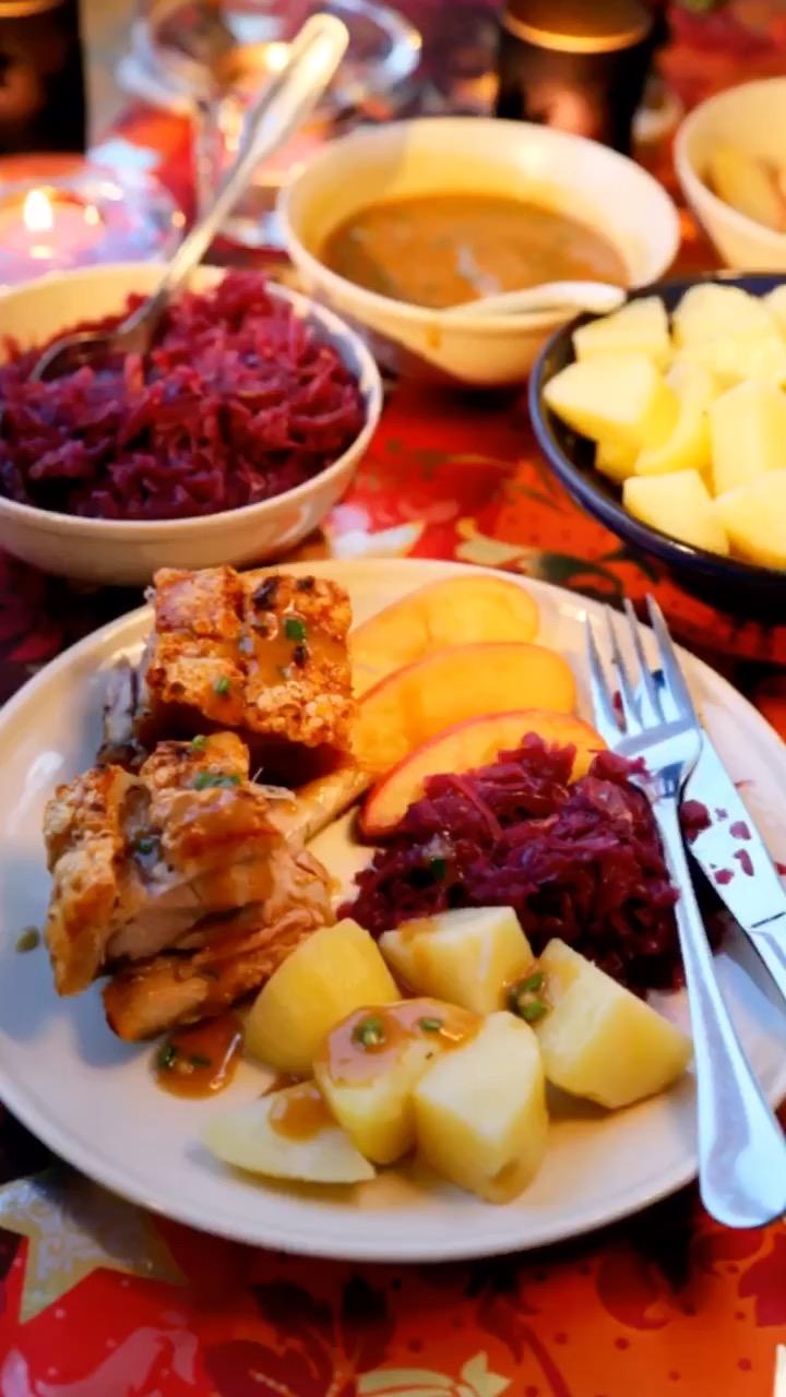 挪威圣诞大餐烤五花肉排骨 ribbe