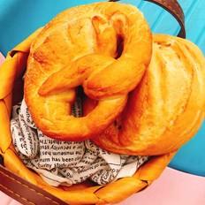 非传统意义上的德国碱水面包——纽结面包(小苏打版)的做法