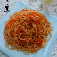 胡萝卜洋葱炒面