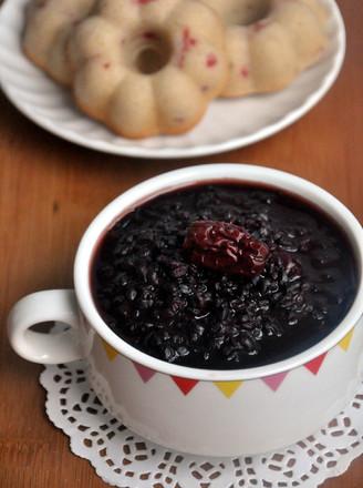 红糖红枣黑米粥