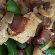 腊肉炒青椒豆腐干