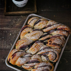 多谷物紫薯扭扭面包
