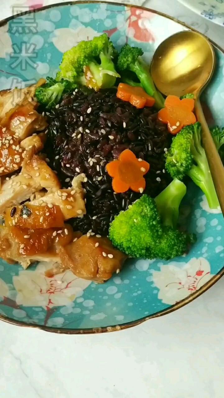 照烧鸡腿黑米饭