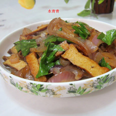 洋葱炒卤豆腐干