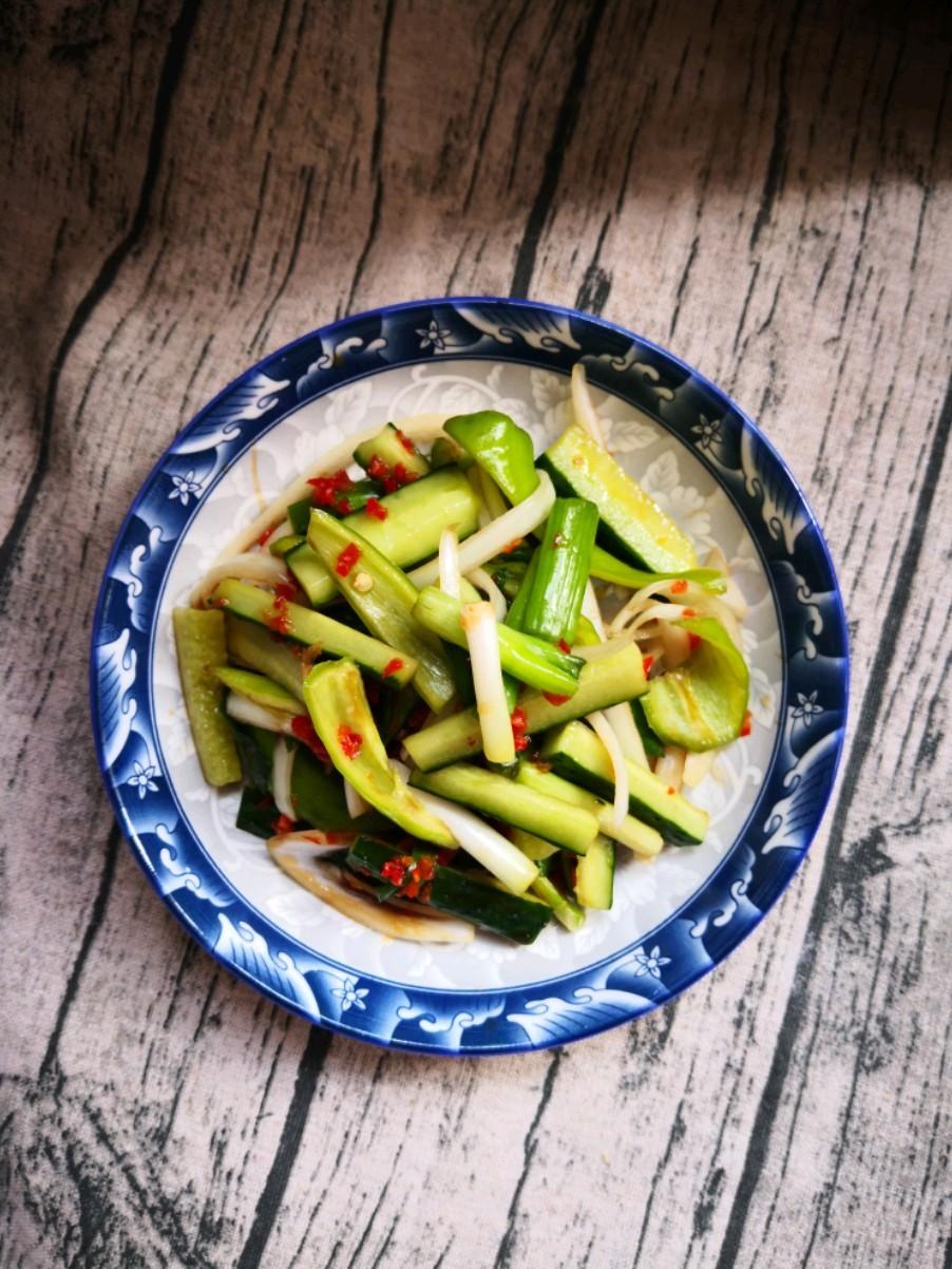 黄瓜拌小葱