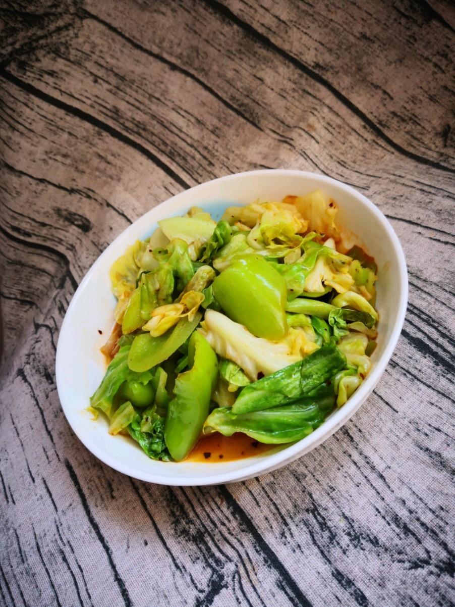 圆白菜炒尖椒