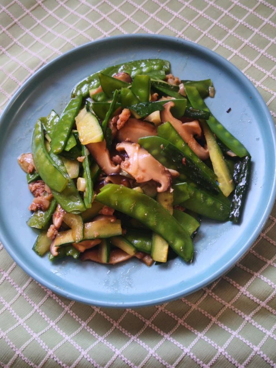 黄瓜片炒荷兰豆