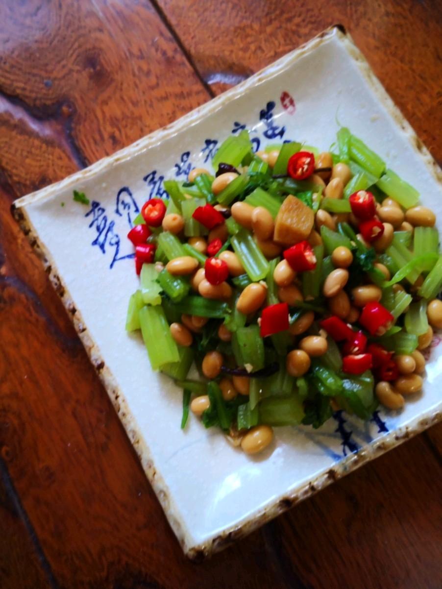 小米辣黄豆拌芹菜