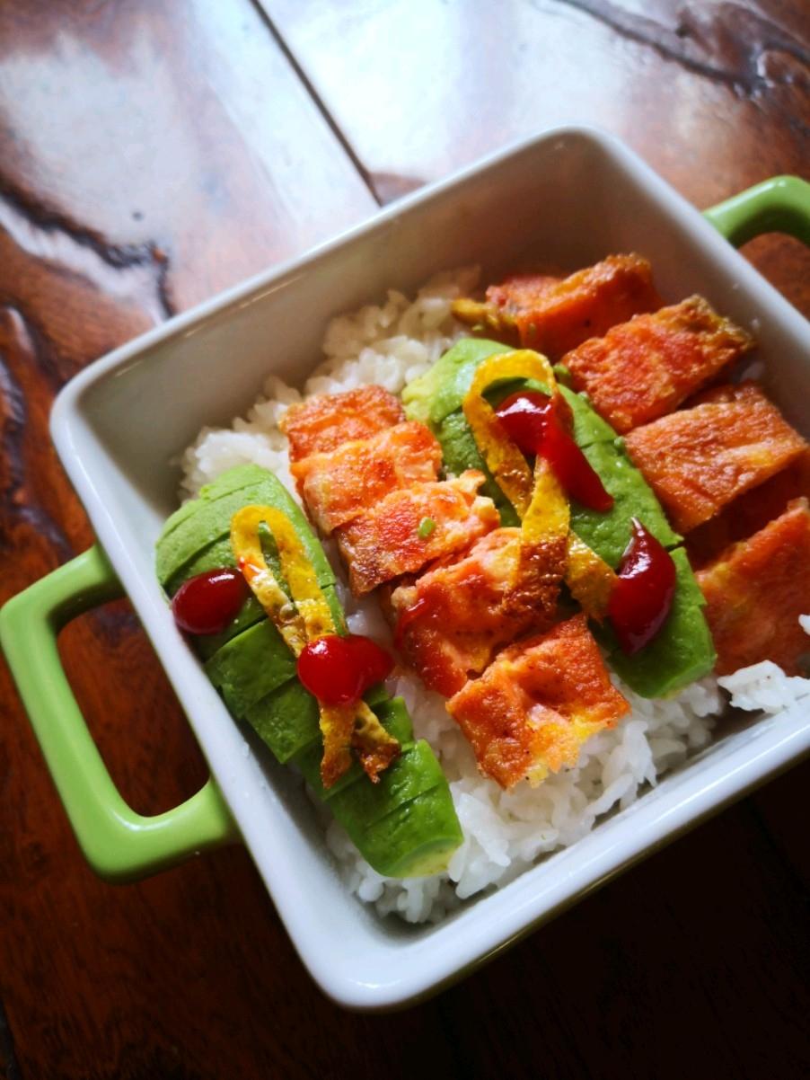 三文鱼牛油果米饭的做法