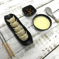 饺子搭配南瓜浓汤