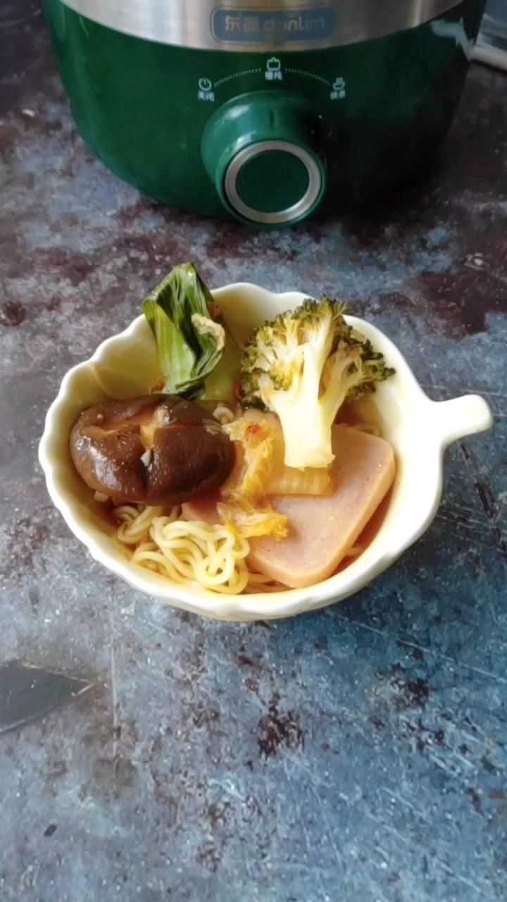 简单好做吃不胖韩式辣白菜火锅