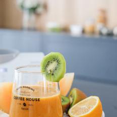 柠檬哈密瓜猕猴桃果汁