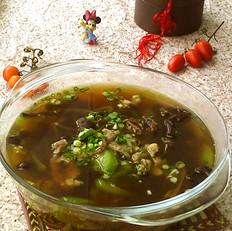 茶树菇丝瓜肉片汤
