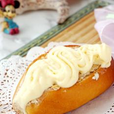 草莓法罗夫蛋奶冰激凌配法罗夫面包