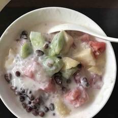 红豆西米酸奶水果捞
