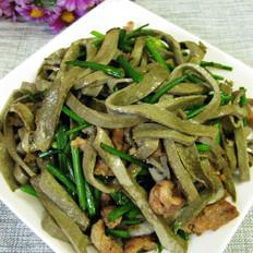 韭苔炒黑豆腐丝
