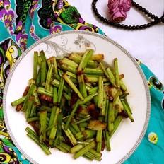 家常的美味炒芹菜