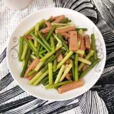 午餐肉炒蒜苔