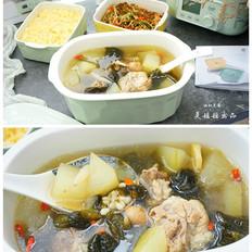筒骨裙带菜冬瓜汤+玉米饭