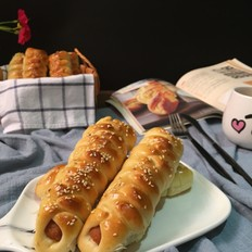 火腿肠辫子面包