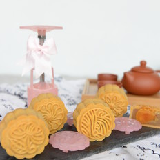 莲蓉咸蛋黄馅月饼(广式)