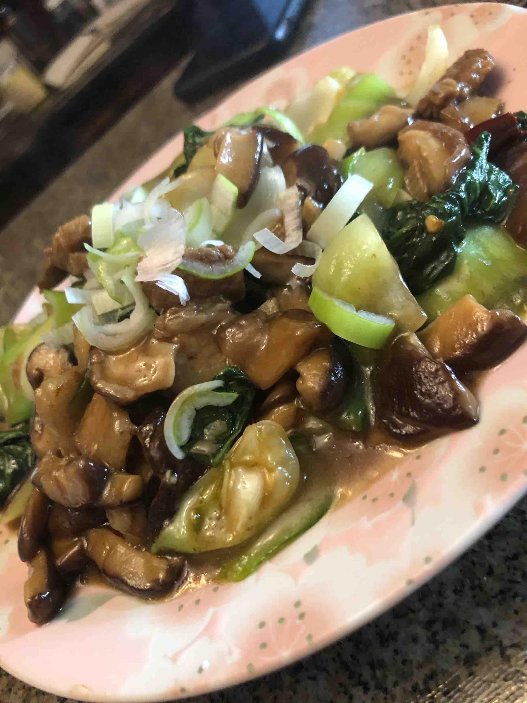 香菇油菜炒五花肉